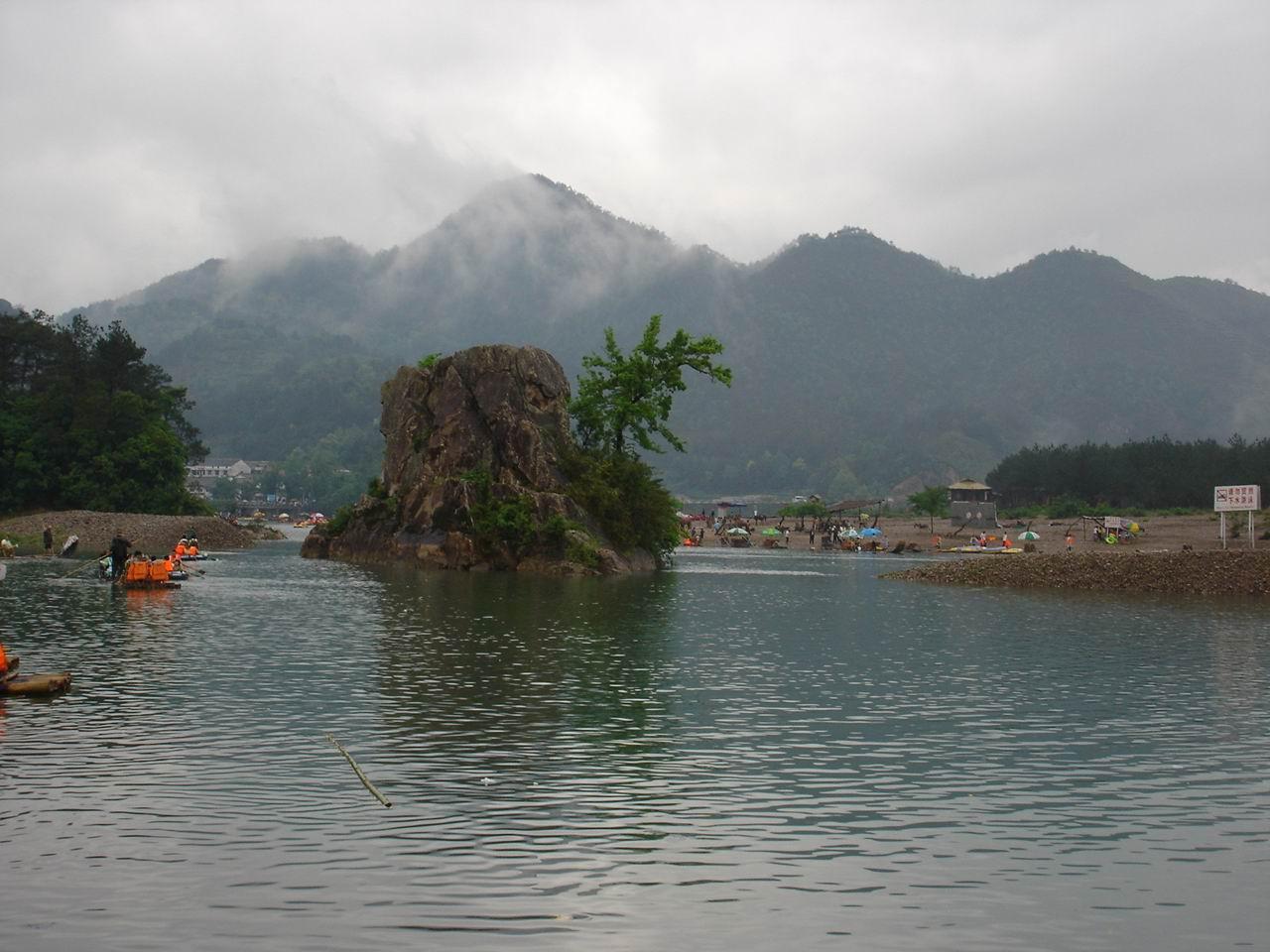 楠溪江入口的小岛,象是神仙岛