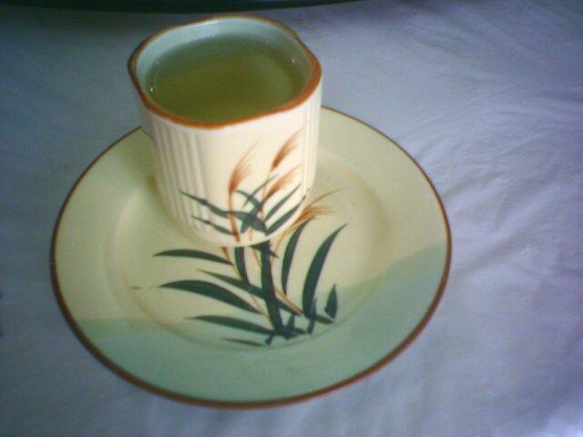 午餐时漂亮的杯子